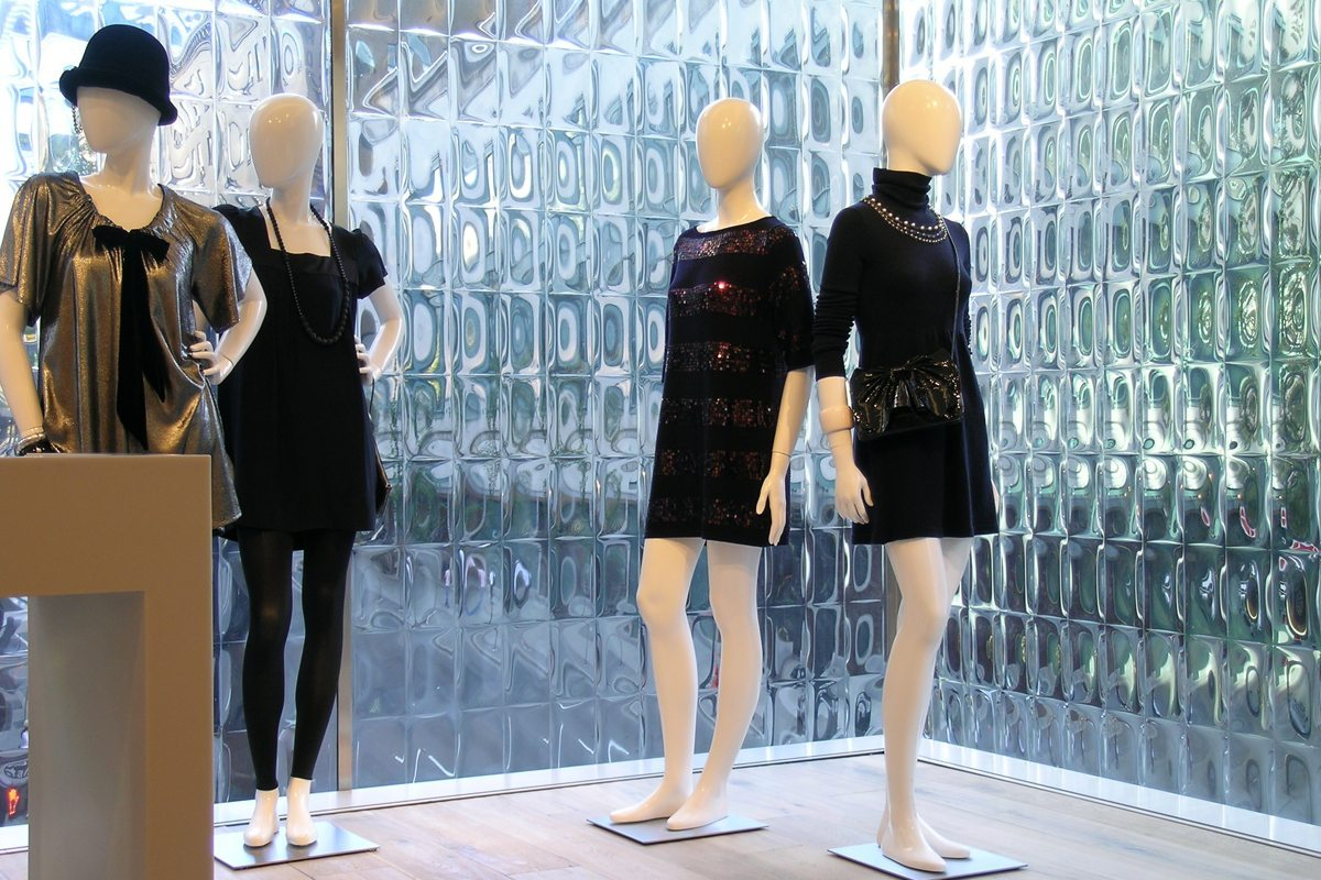 the case study of holt renfrew Request pricing for b2bgateway b2bgateway is the only edi company to post pricing on our website since we provide the best solution, we are okay with our competition undercutting us by a few cents.